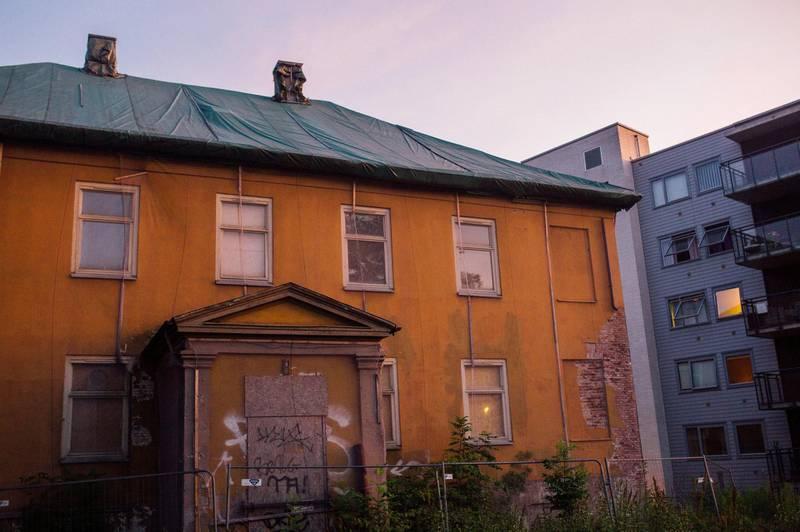 løkken Sorgenfri: Dette var en gang en flott villa. Kommunen kjøpte den i 2007, og lite har blitt gjort siden den gang. Villaen tilhører Sophies Minde på Carl Berner.