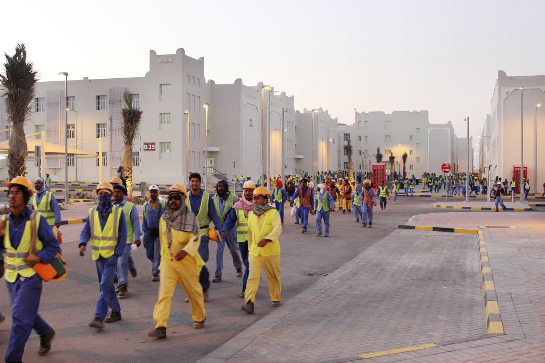 Arbeidere på vei hjem i Labour City i Doha, Qatar. Bildet er tatt under en omvisning i forbindelse med AIPS-kongressen i 2016.