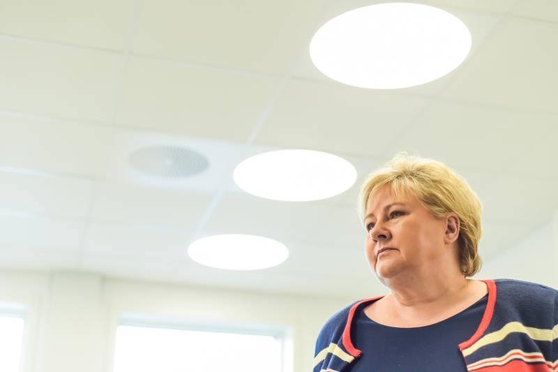 Kongsberg 20200630.  Statsminister Erna Solberg (H) besøker Kongsberg interkommunale legevakt. Foto: Annika Byrde / NTB scanpix