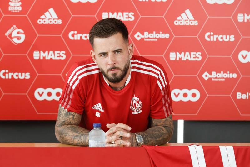 Aron Dønnum fikk en drømmedebut i sin nye klubb etter overgangen fra Vålerenga. Her er han på pressekonferansen der han ble presentert som ny Standard Liege-spiller.