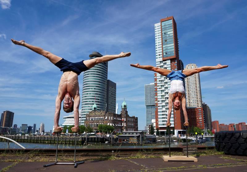 I Rotterdam slipper du turisthordene. Og kan nyte sirkussprell på kaikanten.