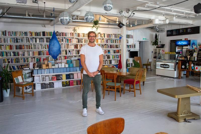 Det er en takknemlig jobb å drive bokhandel i Moss, sier Martin Sørhaug. Han er en av få norske bokhandlere som har spesialsert seg på nisje- og faglitteratur gjennom Audiatur som ligger i kulturhuset House of Foundation.
