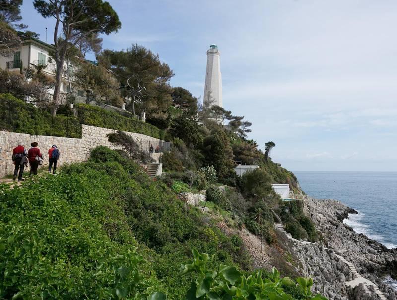 Det tar cirka to timer å gå hele runden rundt det sørlige Cap Ferrat.