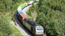 «Tungtransporten må over fra vei til jernbane i Østfold»