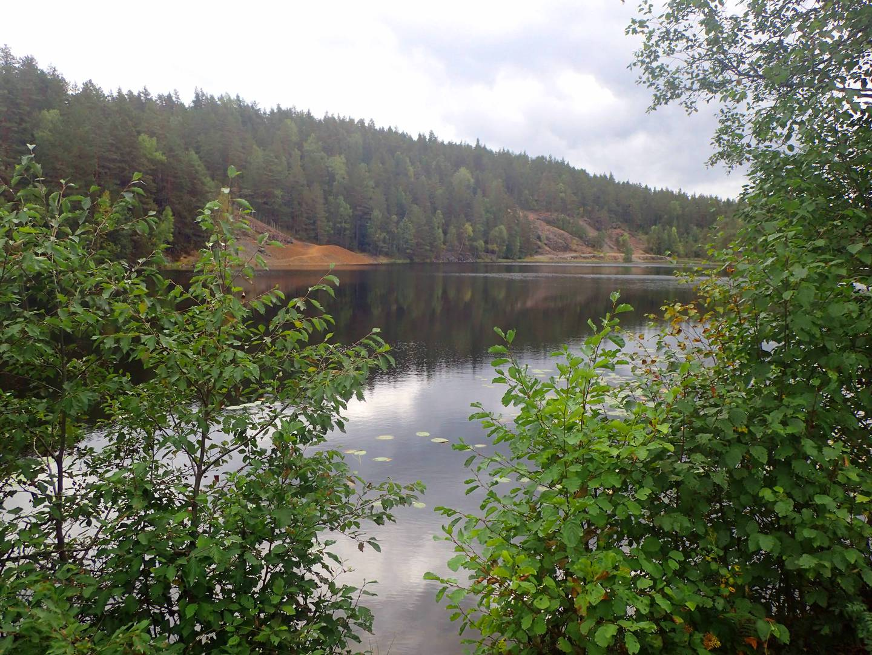 Både Kongsberg Sølvverk og det Londonbaserte selskapet Royalberg Copper Mines Ltd har drevet gruvevirksomhet ved Kjennerudvannet, grensevann mellom kommunene Øvre Eiker og Kongsberg.