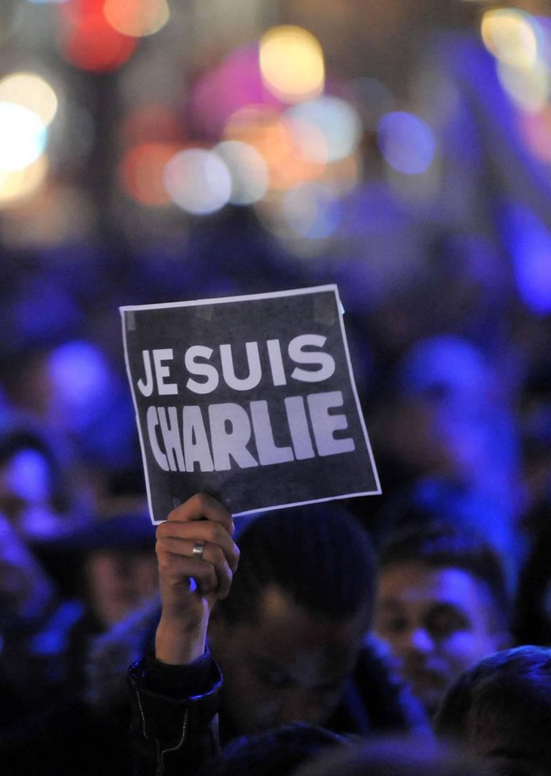 Bildet er fra en av mange markeringer til støtte for Charlie Hebdo kvelden 7. januar 2015.