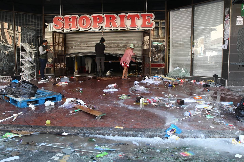 Et ødelagt kjøpesenter i byen Durban i regionen KwaZulu Natal.