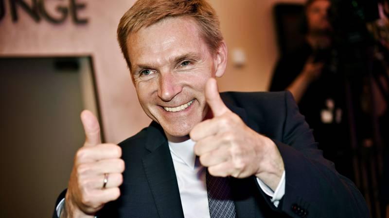 Dank Folkeparti-leder Kristian Thulesen Dahl feiret valgetresultatet i København i natt. Han kan være på vei inn i regjering. FOTO: Linda Kastrup/NTB scanpix