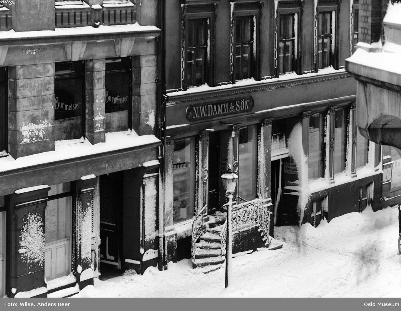 Dagsavisens forløper Vort Arbeide ble fra 1884 til 1886 trykt i bakgården til ØvreSlottsgate 6. Foto fra 1909.