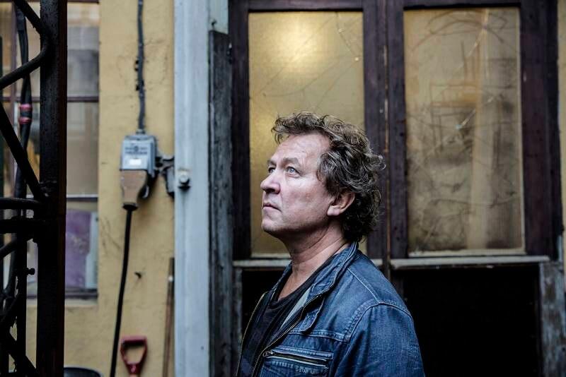 Jazzmusikeren Nils Petter Molvær ble alvorlig smittet av covid-19. Nå er han på vei tilbake, men fortsatt er han preget av sykdommen.