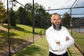 Et cricketslag for barn og unge kan gi Malik pris