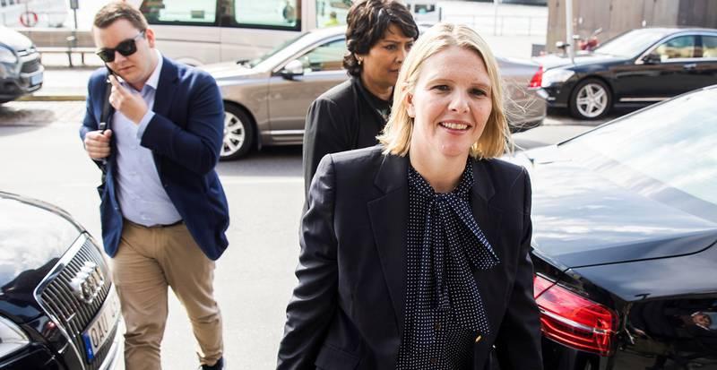 Innvandrings- og integreringsminister Sylvi Listhaug er i Stockholm for å lære om Sveriges erfaringer med å ta imot flyktninger og asylsøkere. Her er hun på vei inn til et lunsjmøte med representanter fra den norske ambassaden.