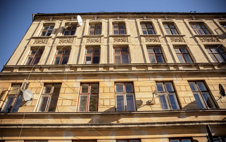 Den fireetasjers murgården fra 1901 representerer et eksempel på murtvangen som reiste seg da bygrensen flyttet seg og Vålerenga ble innlemmet i byen.
