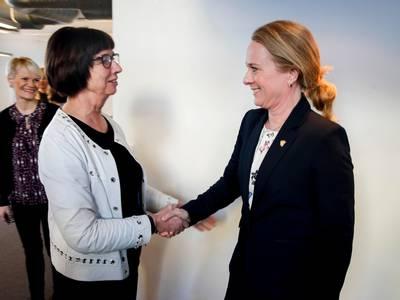 Anniken Hauglie sier hun har tillit til Nav-direktøren