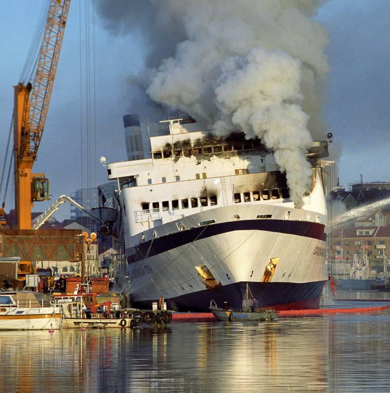 Katastrofeskipet «Scandinavian Star», der 159 mennesker døde i en mordbrann, våren 1990.