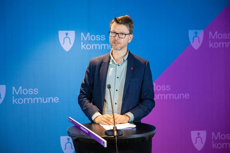 Kommuneoverlege Kristian Krogshus sier kommunen skal gjøre alt de kan for å unngå en nye smittebølge på høsten.
