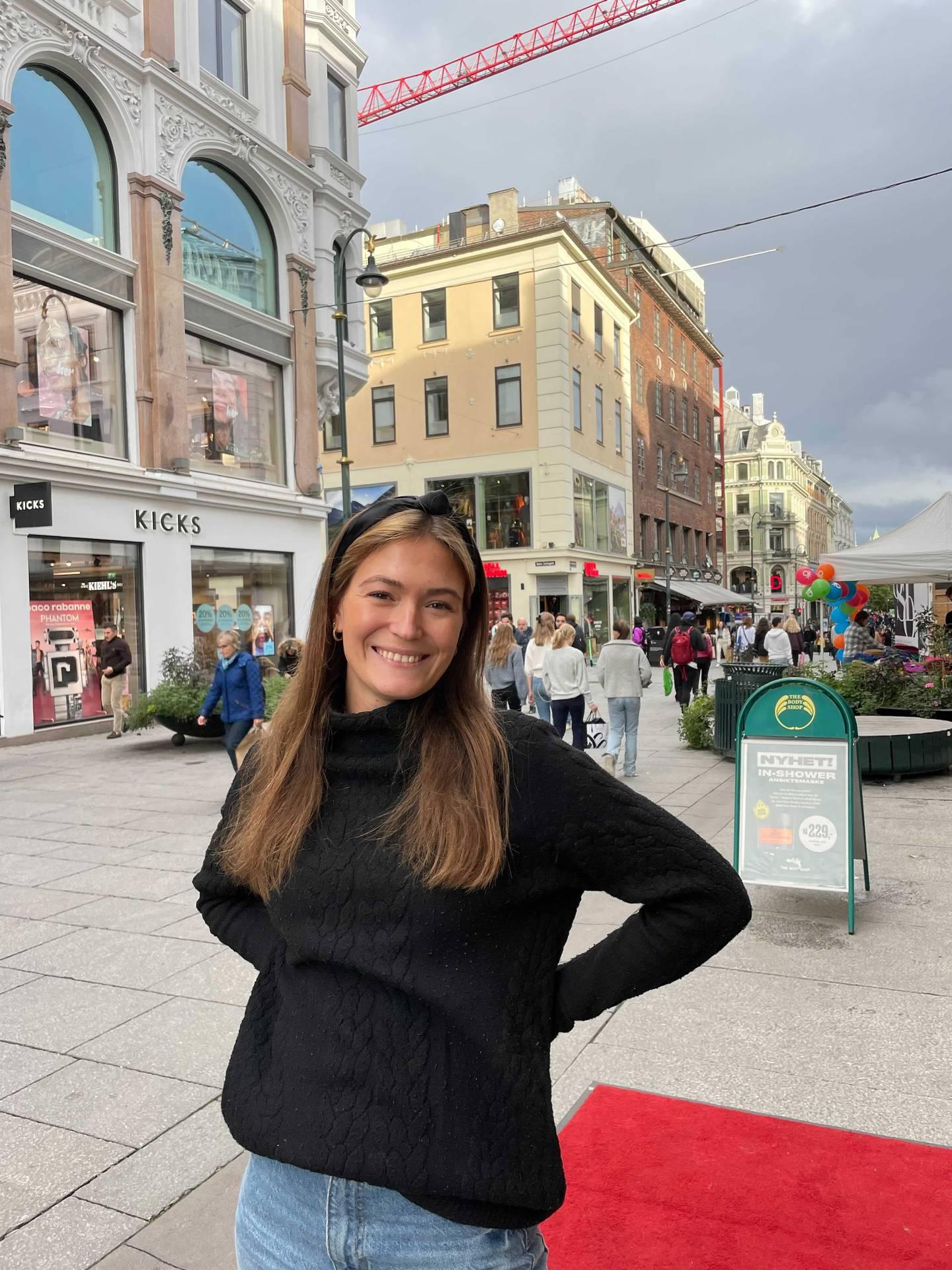 Thea Julie Bolstad (25) gruer seg litt til den ufrivillige nærkontakten som kan komme av at Norge nå åpner opp igjen.