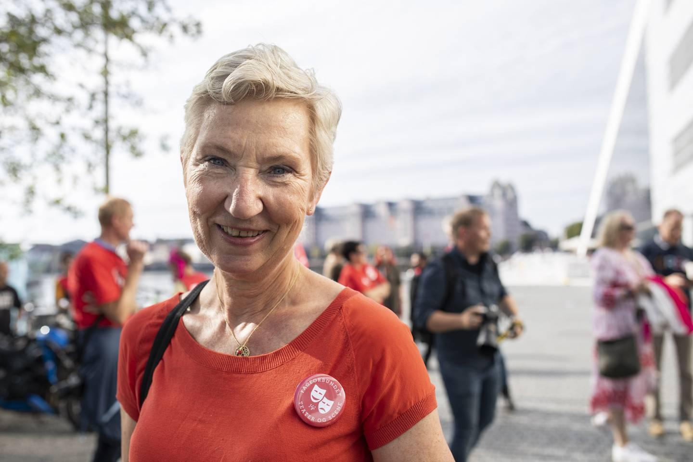 Peggy Hessen Følsvik med streikende kulturarbeidere. Streik blandt Kulturarbeiderne i Oslo. Her ved Operaen.