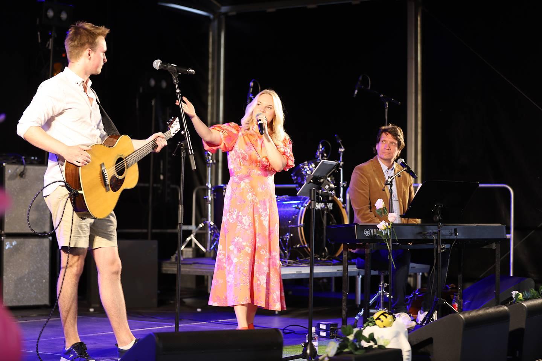 Martin Skåksrud, Oda Gondrosen og Bjørn Halstensen på scena på Glommafestivalens Musikkbrunch