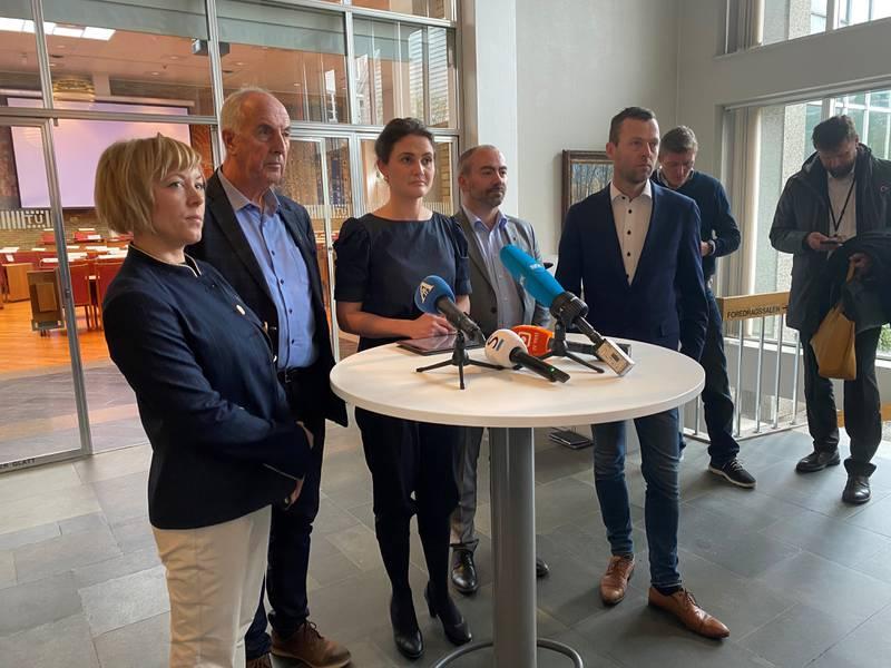 Marianne Chesak, Stanley Wirak, Kari Nessa Nordtun, Tom Henning Slethei og Jarle Bø.