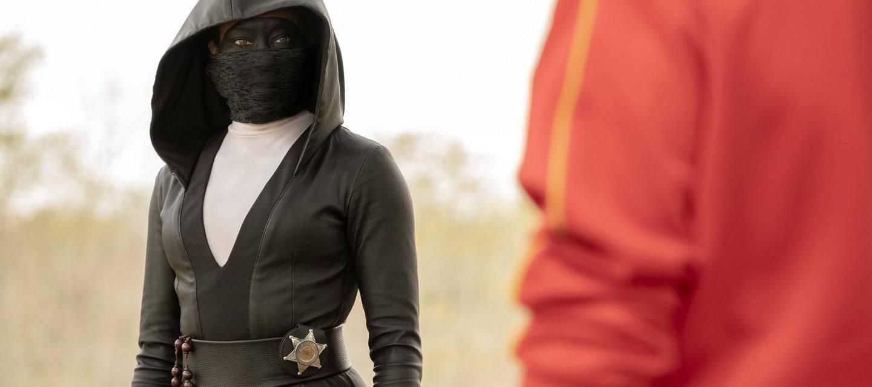 Borgerverneren Sister Night må takle drapsgåter, gamle dager og voldelige rasister i TV-serien «Watchmen». Serien er blitt en overbevisende antihelt-noir som mikser det kjente «Watchmen»-universet med vår tids problemstillinger. FOTO: HBO