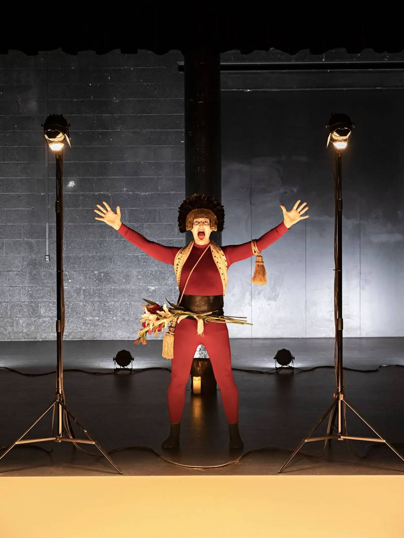 «Opening Night» av Verk produksjoner utforsker teatrets rolle i sge selv på Black Box scene i Oslo. Håkon Mathias Vassvik er eneste skuespiller på scenen.