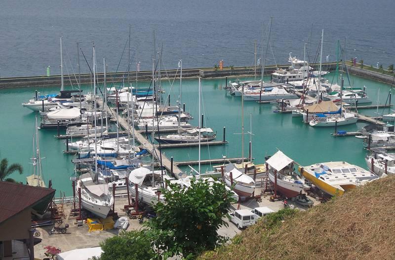 I denne marinaen ved Holiday Ocean view resort ved øya Samal ble de fire gislene bortført av en foreløpig ukjent gruppe mandag kveld. Filippinske myndigheter har satt i gang en storstilt leteaksjon. FOTO: NTB SCANPIX