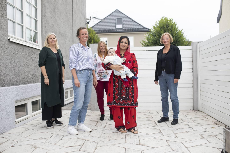 Marit Stene Severinsen,  Silje Brennum, Bente Bostrøm, Shaheen Bibi Arbab Kassee, og Tajiiks yngste sønn og Lise Christoffersen (ap).
