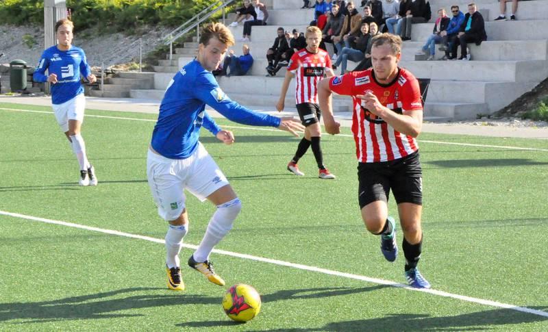 Joakim Berg Holter (høyre) var solid på midtbanen hos VBK da laget spilte 1-1 mot Fana lørdag. FOTO: ESPEN IVERSEN