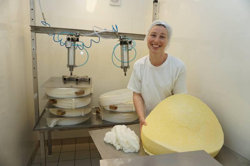 Norsk lokalmat er i vinden! Rakel Rueslåttens rødkittoster fra Rueslåtten Ysteri vant en bronsemedalje i oste-VM i London i høst. FOTO: CHRISTINE BAGLO
