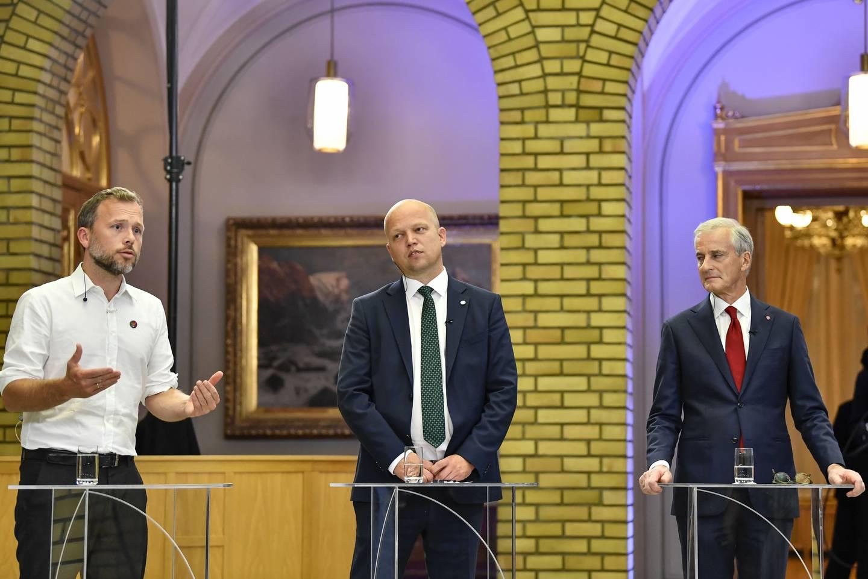 Audun Lysbakken, Trygve Slagsvold Vedum og Jonas Gahr Støre under partilederdebatten i Stortingets vandrehall.