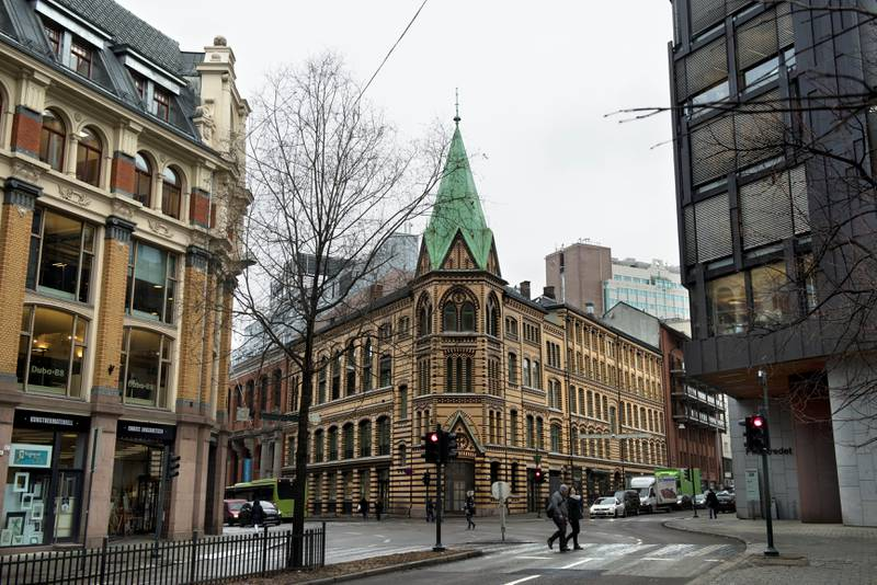 Frøken Fougners barnehjem lå i St. Olavs gate 23 – på hjørnet av St. Olavs gate og Pilestredet, der Olso Turnforening etablerte seg i 1901 i dette bygget, som fremdeles står der. Gården er i dag kjent som Idrettens hus og har også huset flere utesteder. FOTO: Mimsy Møller