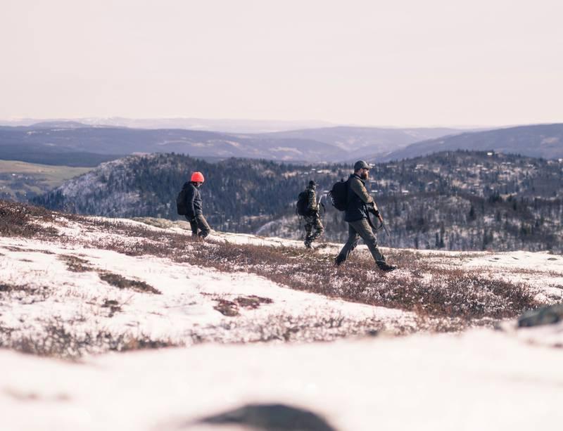 Jakt og fritidsfiske er noe mange driver med i Norge. Over en halv millioner nordmenn står oppført i Jegerregisteret, ifølge Statistisk sentralbyrå, mens fjellstyrene alene selger om lag 50.000 fiskekort i året, ifølge NTB.