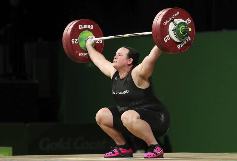Laurel Hubbard blir første transkvinne til å delta i et OL. Foto: Mark Schiefelbein / AP / NTB