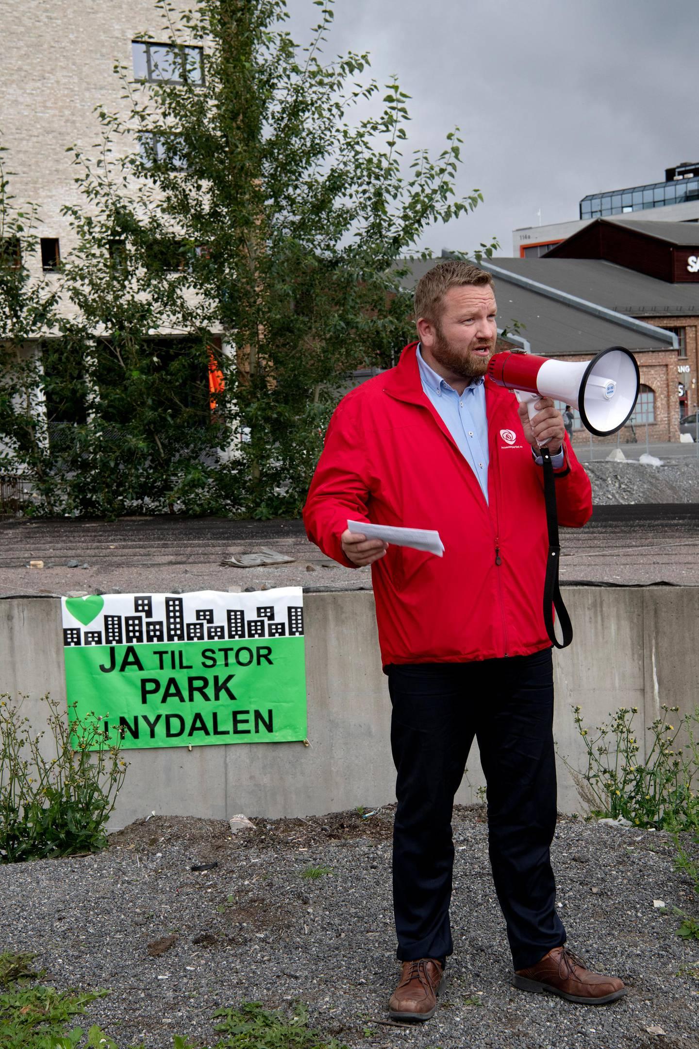"""Ja Til Park i Nydalen inviterer til lunsj i det """"grønne"""" med sentrale politiske partier i Oslo om opprettelse av park i Nydalen.   Leder i byutviklingskomiteen og fra Oslo Arbeiderpartii: Anders Røberg-Larsen."""