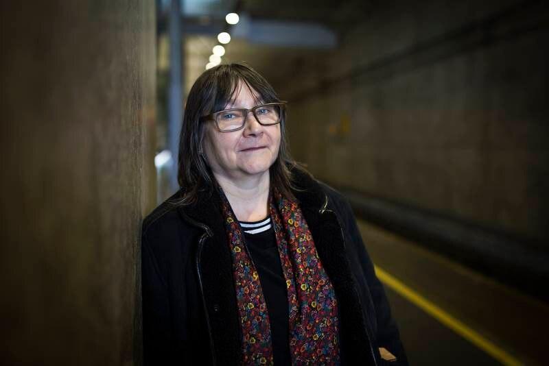 """Med """"Sommer"""" innfrir den skotske forfatteren Ali Smith den skyhøye forventningen hun har bygget opp gjennom de tre første bindene av årstidskvartetten, som er publisert som en bok i året gjennom fire år. Her er Smith fotografert sist hun besøkte Oslo, i 2018."""