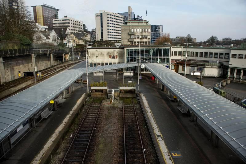 Stavanger 20200317.  Jernbanestasjonen i Stavanger er helt tom på grunn av koronaviruset, folk jobber fra hjemmekontor for å unngå smittefare. Foto: Carina Johansen / NTB scanpix