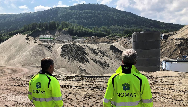 Daglig leder Ole Terje Letmolie (t.v.) og Ole Petter Diseth, leder for samfunnsansvar og bærekraft, i Nomas har store planer for anlegget på Ryghkollen i Drammen.