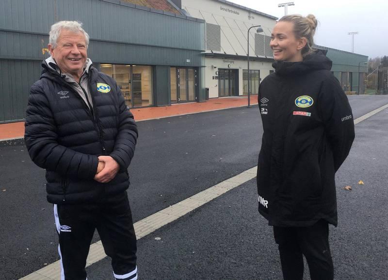 Groruds veteranleder Richard Pedersen og leder av barnefotballen, Vilde Moldestad Rislaa, hadde mye å snakke om utenfor den nye storstua deres fredag.
