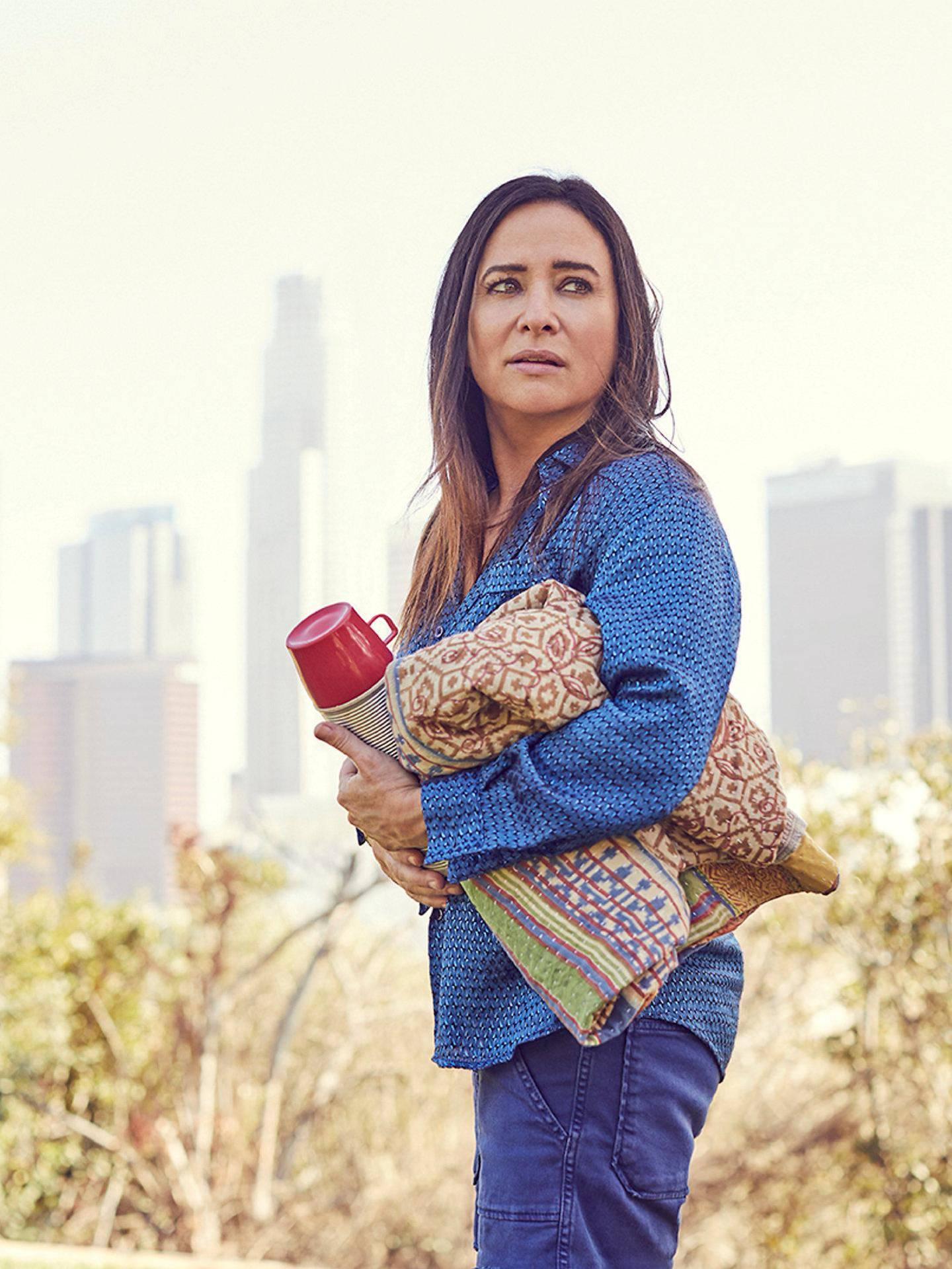 – Ikke ta det personlig, er «Better Things»-skuespiller Pamela Adlons råd til verdens mødre. Sesong 3 av «Better Things» vises på HBO Nordic nå.