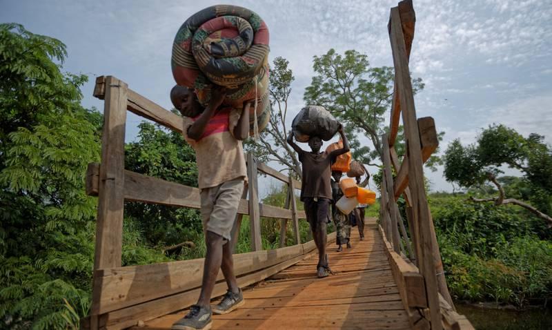Rundt 3.5 millioner sørsudanere er sendt på flukt på grunn av krigen. Disse har flyktet til Uganda.