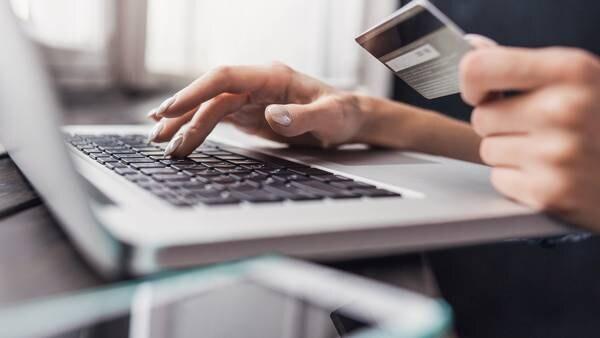 Nordmenn er flinkere med forbrukslån enn med kredittkort når regningen kommer
