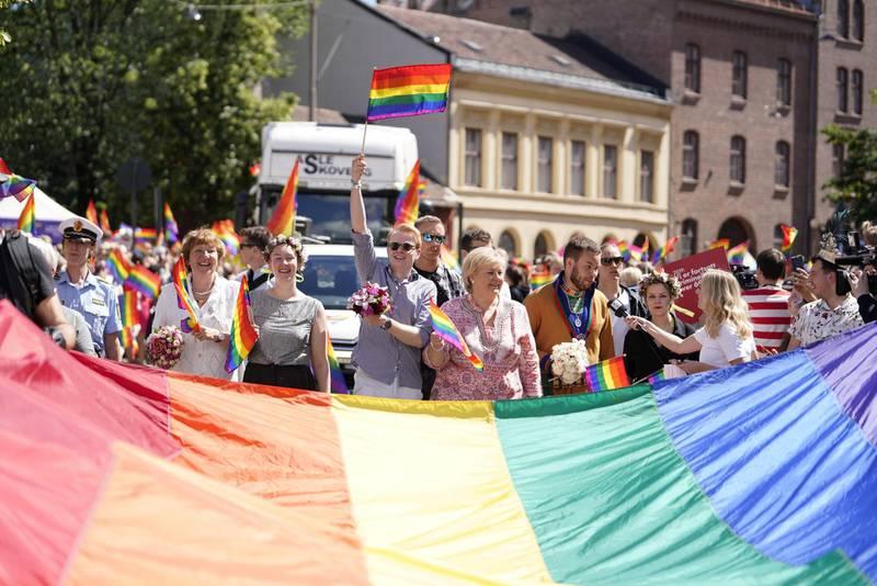 Fra Oslo Pride-paraden 2019, med statsminister Erna Solberg, festivalsjef Fredrik Dreyer og ordfører Marianne Borgen i front. Foto: NTB SCANPIX