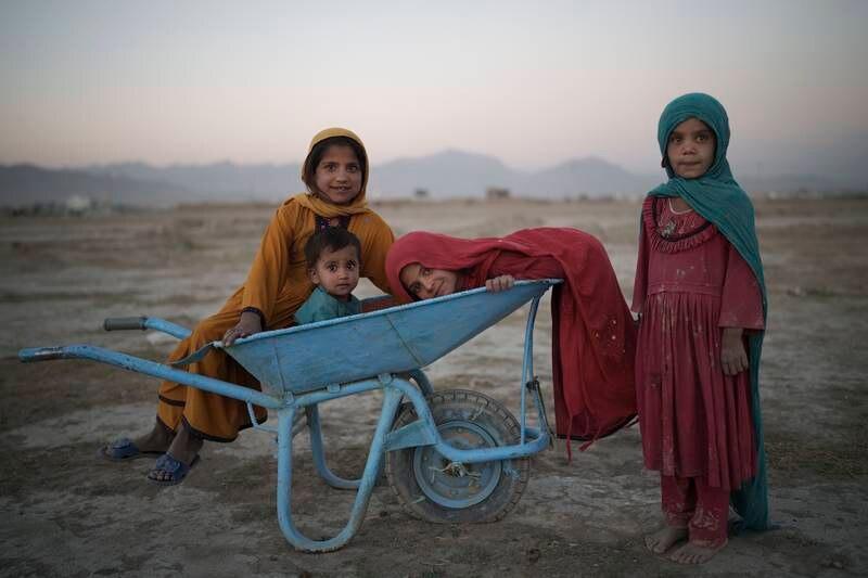 Afghanske jenter og kvinner mister atter en gang rettighetene sine, skriver Kauser Vakili. På bildet: Barn leker i Kabul, Afghanistan.