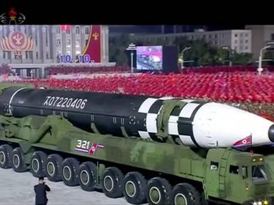 Nord-Korea viste fram kjempemissil