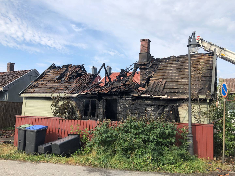 Huset i Stengata ble totalskadet etter nattens brann.