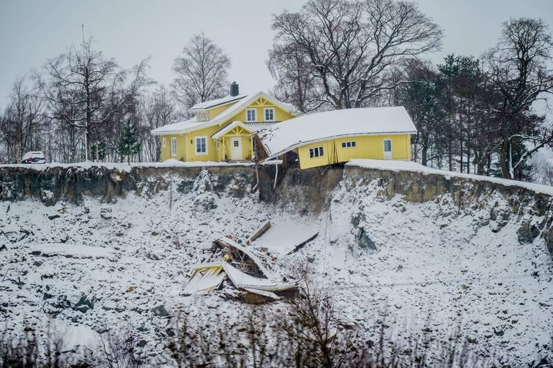 «Gjerdrumsutvalgets rapport skal som alt annet leses kritisk. Men de konklusjonene som trekkes bør være godt faglig fundert. Det er ikke Rune Østgårds konklusjoner.», skriver Lars Andresen og Jean-Sébastien L'Heureux i NGI – Norges geotekniske institutt.