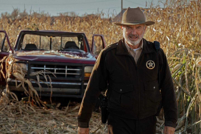 Sam Neill er sheriffen i en amerikansk småby som oppdager noe muffens i åkeren i «Invasion».