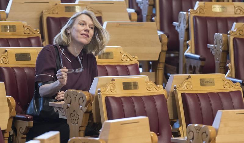 Aps utenrikspolitiske talsperson Anniken Huitfeldt har understreker overfor NTB at partiet ikke mener at Norge kan signere FN-traktaten om atomvåpenforbud. Derimot er partiet med på en utredning av konsekvensene av traktaten og hvordan Norge kan slutte opp om målene i den.