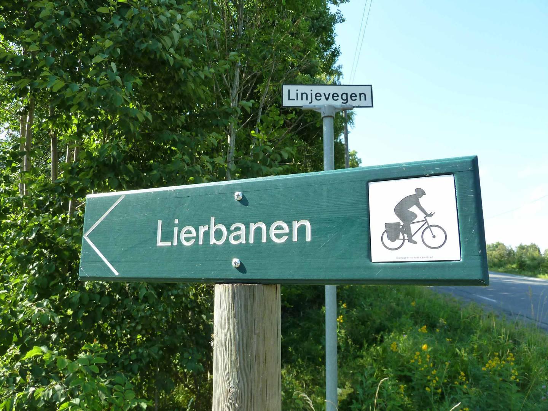 Den gamle Lierbanen går selvsagt inn Linjevegen.